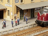 Noch NO12800 On the Platform for H0