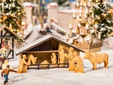 Noch NO14394 Christmas Market Manger with Figures in Wood Look for H0