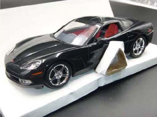 Revell 850964 Corvette Coupe Black With Red Interior