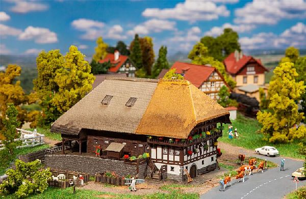 Faller 232395 Black Forest Farm with Straw Roof