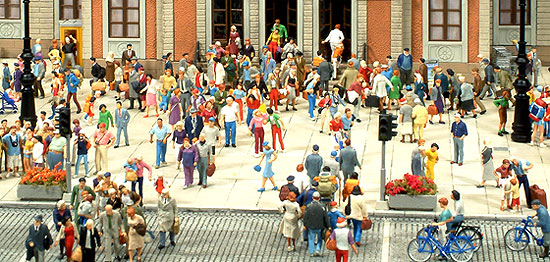 Preiser Figures, German Manufacturer hand painted exclusive items used for layouts, dioramas and architectural projects
