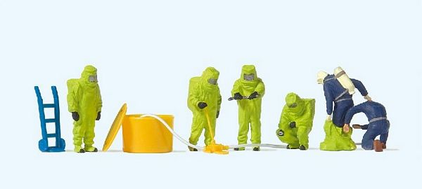 Preiser 10731 Firemen with Green Chemical Resistant Suits