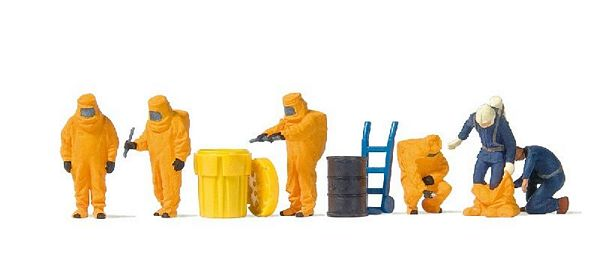 Preiser 10732 Firemen with Orange Chemical Resistant Suits