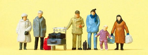 Preiser 14038 Travellers with Winter Clothing