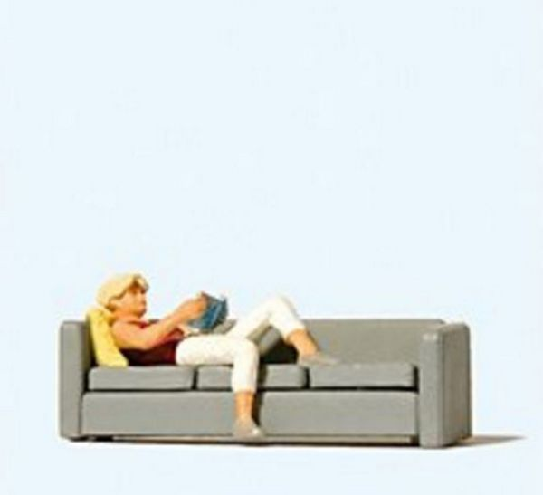 Preiser 28179 Woman reading on sofa