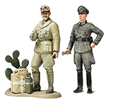 Tamiya 25154 WWII Wehrmacht Officer with Africa Corps Tank