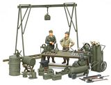 Tamiya 25106 WWII US Field Maintenance Yard with 2 Figures