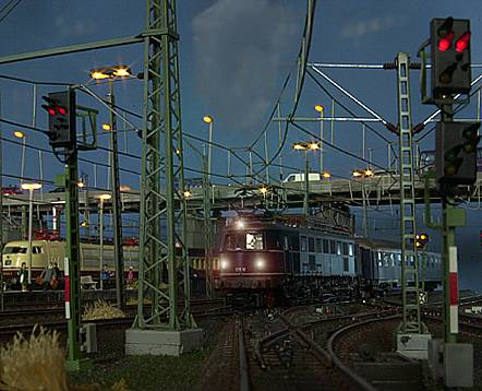Viessmann model trains signals and catenary