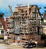 Vollmer 47739 House with Scaffolding